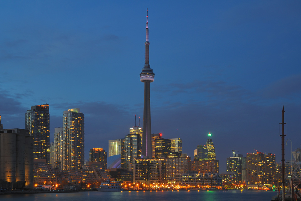 toronto nigh time skyline